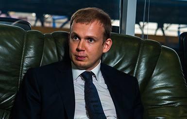 Сергей Курченко затосковал по Родине, и готовится усиленно «джинсовать»