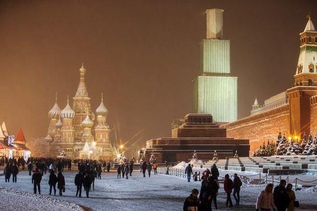Путин учел опыт Майдана и делает из Кремля военный укрепрайон