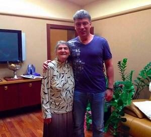 «Он всегда прямо и честно заявлял свою позицию». Путин отправил телеграмму с соболезнованиями 87-летней матери Немцова