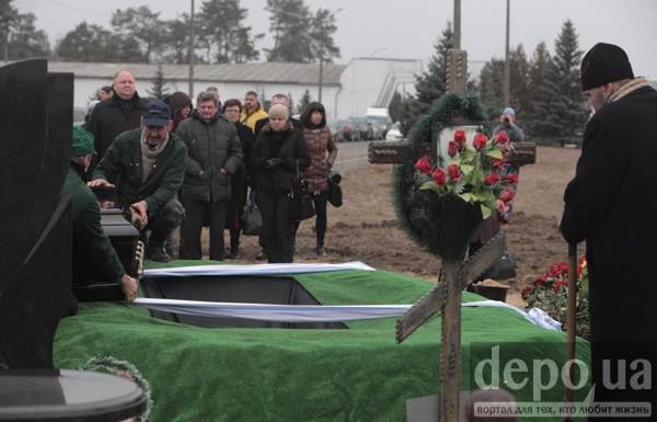 Чечетова не отпевали, а похоронили под звуки саксофона