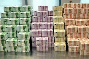 Bloomberg: Російські олігархи платять будь-які гроші, щоб врятуватися від Путіна