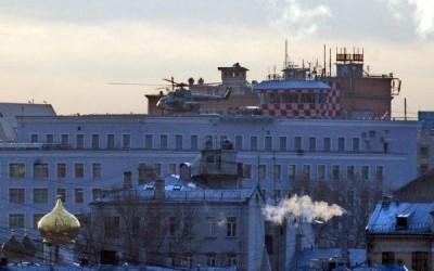 В Центре Москвы приземлился вертолет президентской спецсвязи – еще один в Кремле