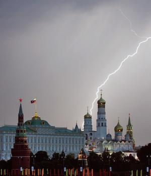 Над Кремлем полетели «черные лебеди»