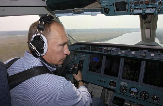 Путин пытался покинуть Россию, но его самолет не выпустили