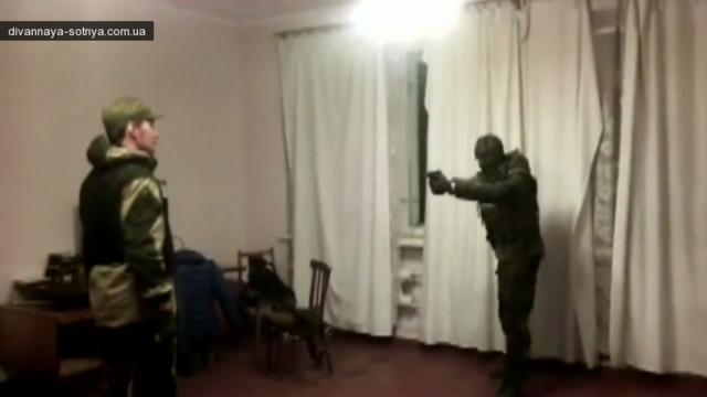 Как ватники стреляют друг в друга проверяя бронежелет