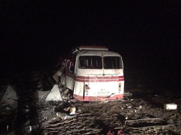 """Возле Курдюмовского блокпоста подорвался рейсовый автобус Артемовск-Горловка. По предварительным данным, водитель проигнорировал знак """"Мины"""""""