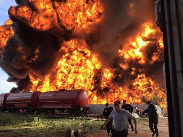 Гигантский пожар на нефтебазе: версии