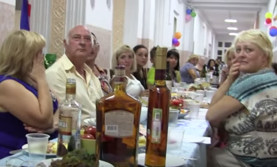 Пьяные школьные учительницы в Ялте избили активиста