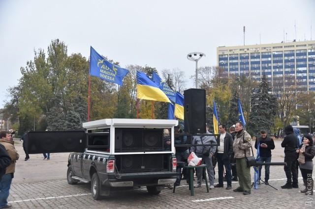 Потасовка на Куликовом поле: проукраинские активисты сожгли плакат с надписью «Одесская Хатынь»