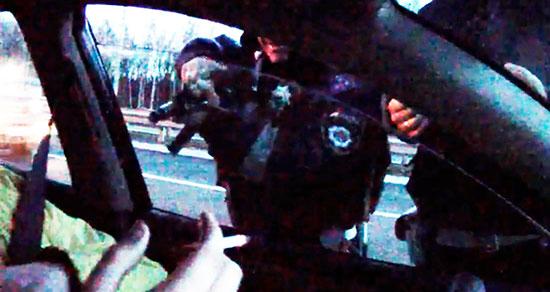 ГАИшник, который хотел застрелить участника Евромайдана, через суд восстановился в МВД