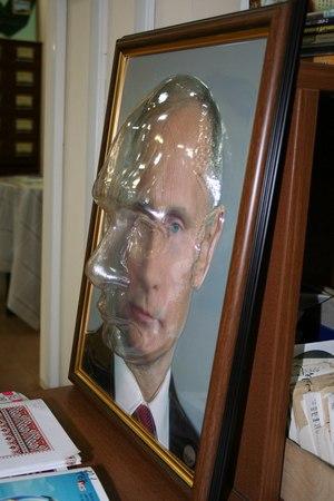 В Красноярске портрет Путина «адаптировали» для слепых