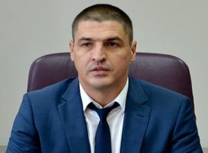 В Днепропетровский облсовет прошел обвиняемый в избиении майдановцев чиновник ОГА
