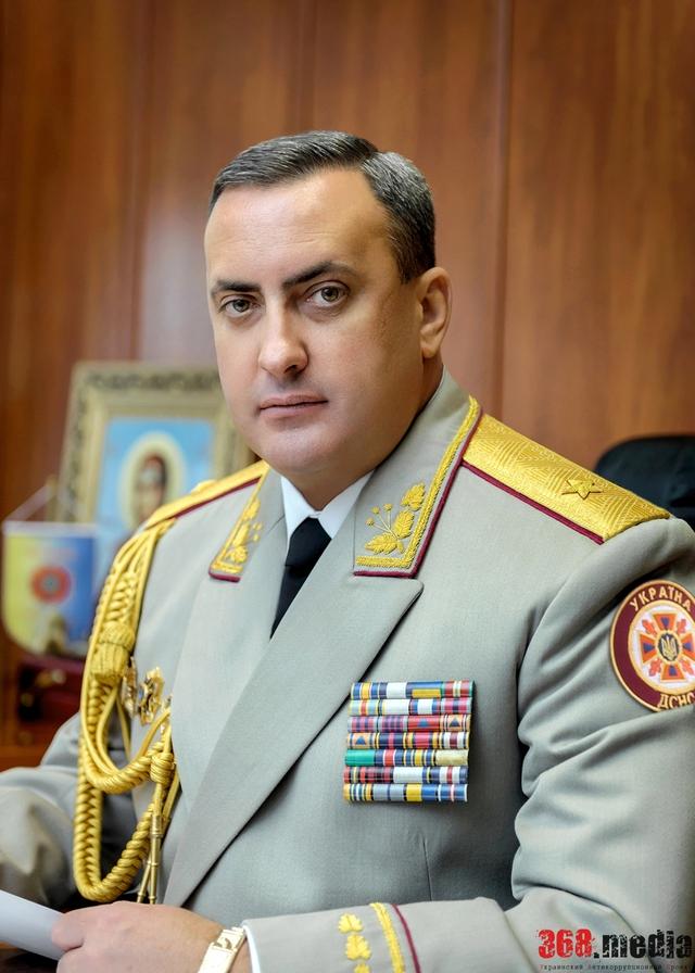 Главный спасатель Одесской области хранит деньги в «Сбербанке России» и прячет свой особняк