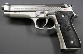 Всем по пистолету! Итальянский мэр выдает горожанам по €250 на покупку оружия
