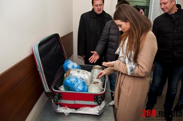 Одесситка хотела улететь в Стамбул с чемоданом янтаря