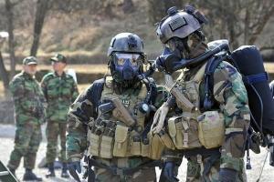 Как человеку спастись при теракте? Эксперты советуют не смотреть террористам в глаза