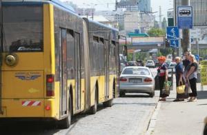 В Киеве кондуктор троллейбуса побил мальчика