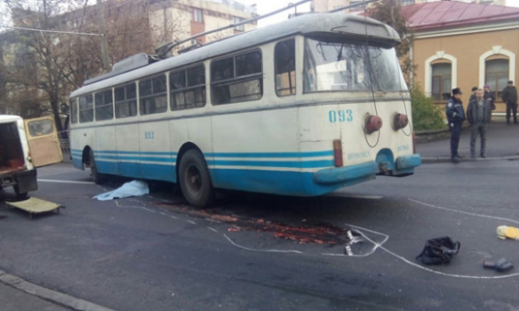 У центрі Рівного тролейбус розчавив жінку
