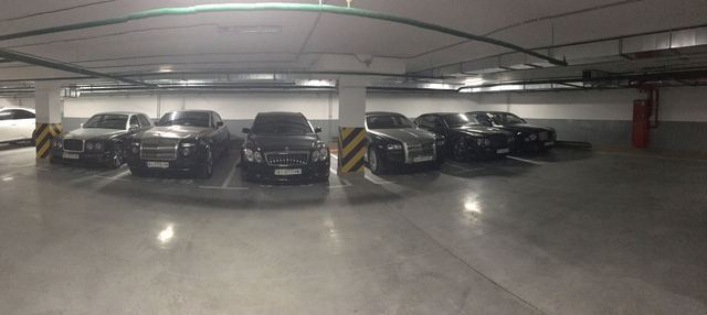 Картина маслом: сразу шесть Bentley, Rolls-Royce и Maybach на паркинге в Киеве
