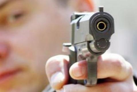 В магазине в центре Хмельницкого неизвестный открыл стрельбу, ранены 3 человека