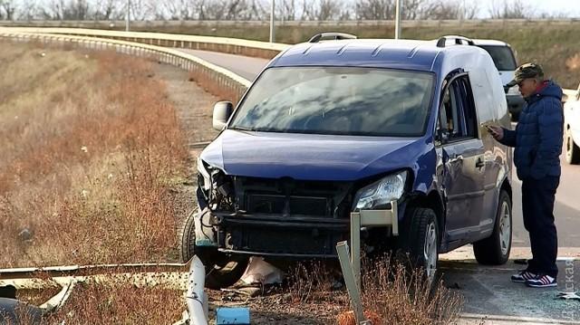 В Одессе посреди дороги бандиты ограбили вьетнамцев и подожгли свой джип, заметая следы
