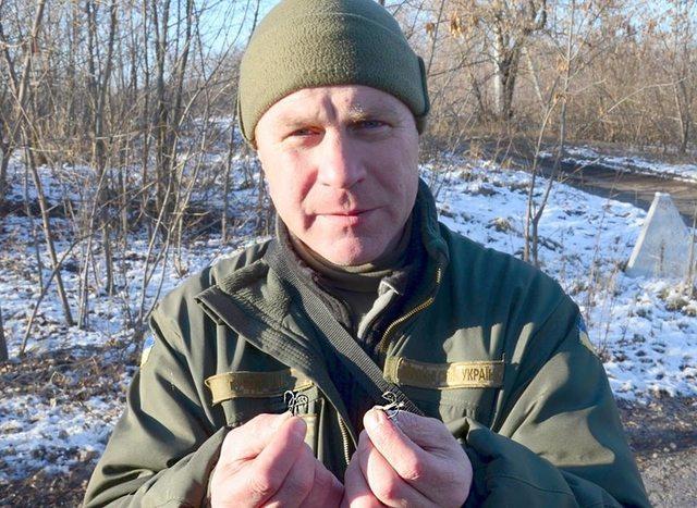 На крючке террориста: на Донбассе придумали адский способ установки растяжек. Фотофакт