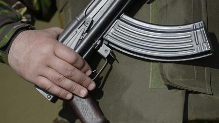Боец добровольческого батальона поругался с водителем на блокопосту и ранил себя из собственного оружия