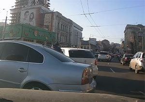 В центре Днепропетровска на ходу ограбили автомобиль