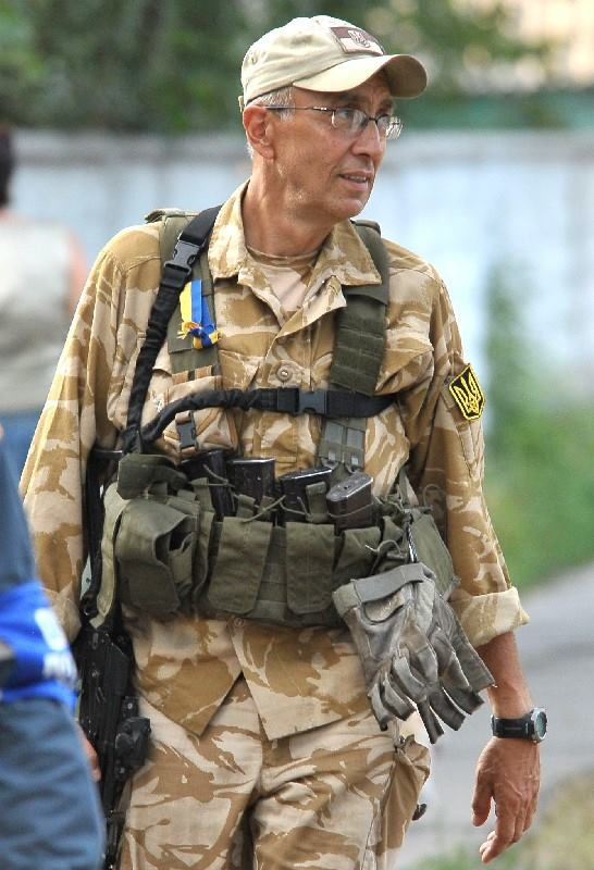 Гражданин США, миллионер Марк Паславский 20 февраля 2014 года с шиной и щитом принимал участие в штурме Небесной сотни на ул. Институтской