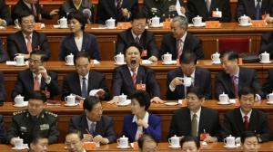 Китай привлек к ответственности 300 тысяч коррупционеров