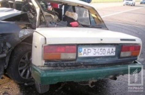 На трассе Киев-Одесса элитный BMW влетел в ВАЗ: один из водителей погиб
