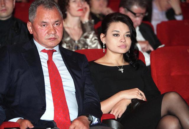Золотые женщины. Богатые родственницы скромных чиновников
