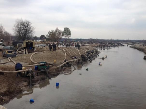 Нелегальная добыча янтаря в Ровненькой области набрала промышленные масштабы