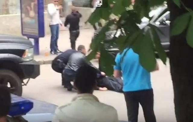 В Харькове полицейский получил кастетом по голове