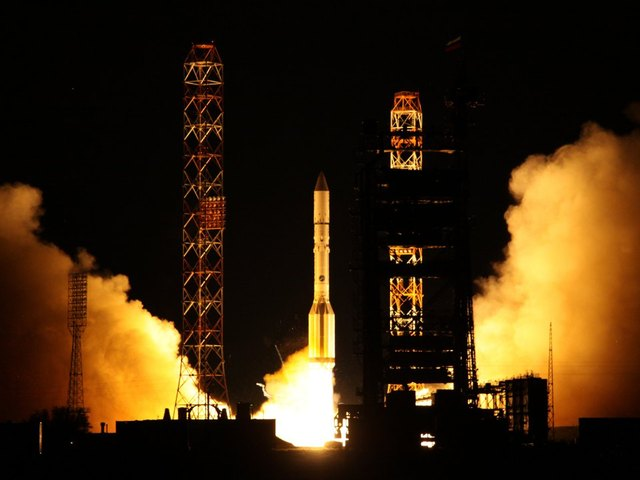 Ракета «Протон» с мексиканским спутником упала после неудачного запуска