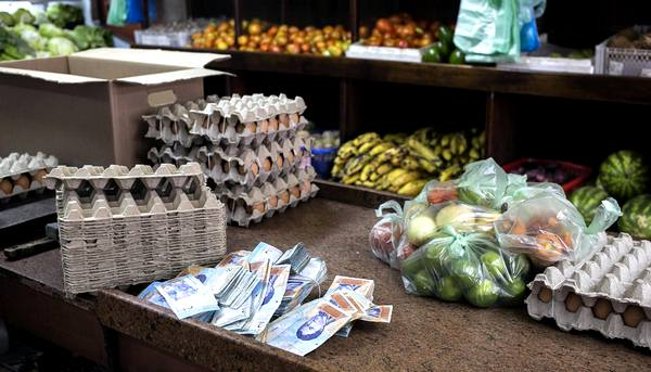 Что происходт в Венесуэле: «Самая крупная купюра — 100 боливаров. На нее можно купить одно яйцо»
