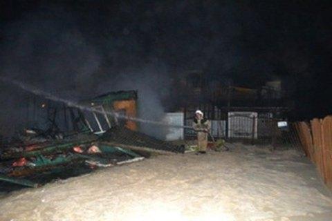 Вооруженные люди сожгли две базы отдыха Госгеонедр в Затоке