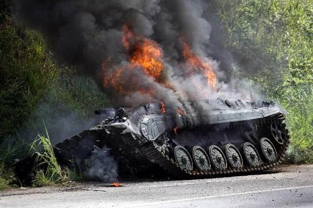 """ВСУ """"сняли"""" танк с сепаратистами, стрелявший по украинской церкви"""