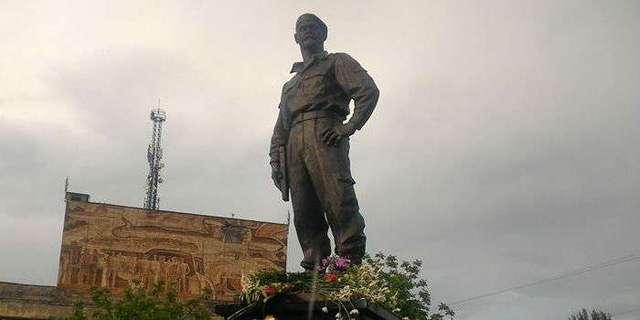 Лидер «ЛНР» уволил руководителя «Призрака» за памятник Мозговому