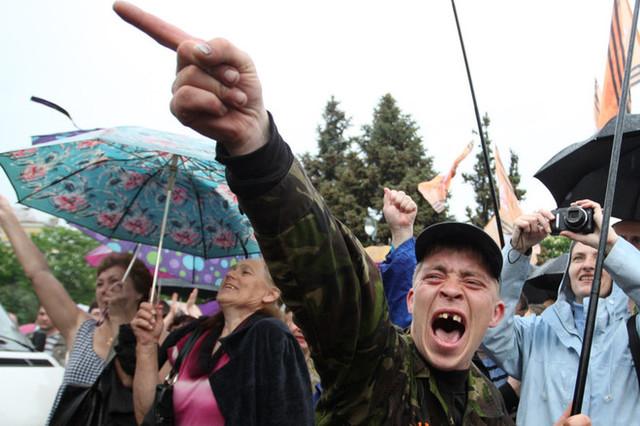 ЛНРские хроники: россияне побили «республиканских» нардепов