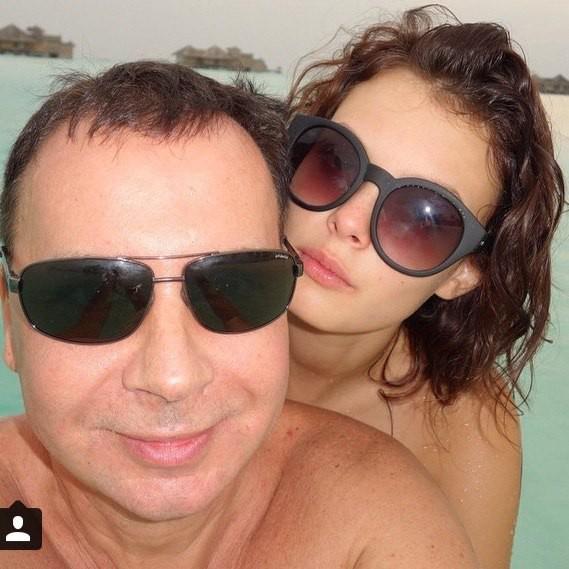 Топ-менеджера ЛУКОЙЛа уличили в романе с несовершенолетней моделью из Красноярска