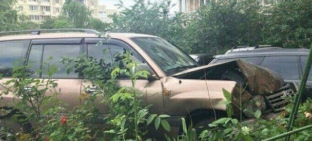 """В Киеве пьяный судья """"припарковался"""" в чужое авто"""