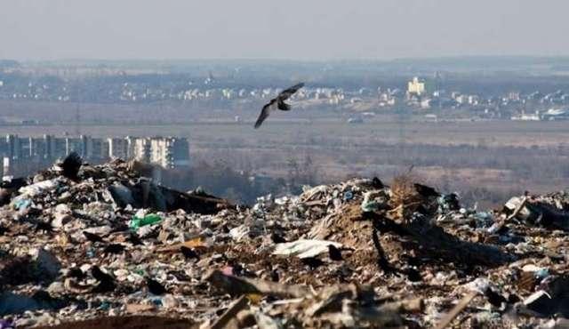 Оползень на свалке во Львовской области: под завалами люди