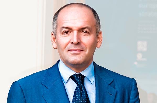 Виктор Пинчук: заводу — труба, деньги — в оффшоры