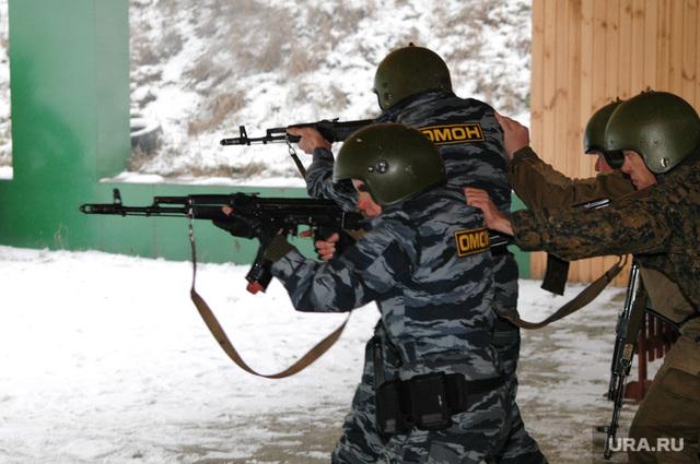 Уральскую полицию учат подавлять массовые беспорядки на заводах, рабочим которых не платят зарплату