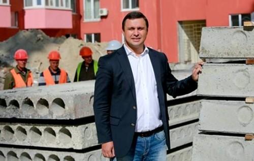 Скандальный застройщик Микитась покупает избирателей на Черниговщине