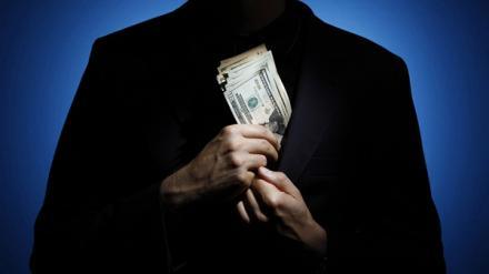Хитрость коррупционера. Чтобы скрыть свои миллионы, таможенник <a href=