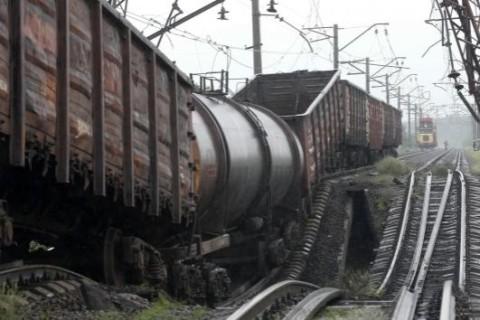 Боевики обстреляли два локомотива поезда «Укрзализныци»