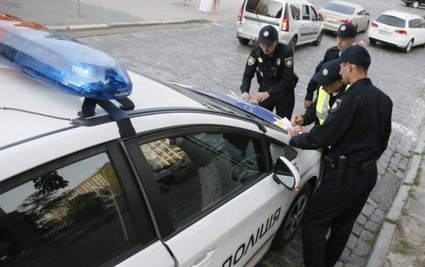 ВЧерновцах патрульные задержали водителя, ехавшего наскорости 200 км/час
