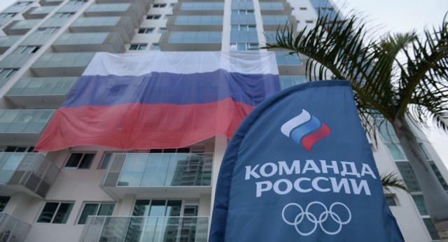 В олимпийской деревне в Рио сорвали российские флаги